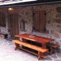 un particolare con la panca-the bench