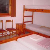 camera doppia con letto a castello-double bedtoom with bunk beds